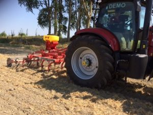 Puma en Kverneland cultivator3a